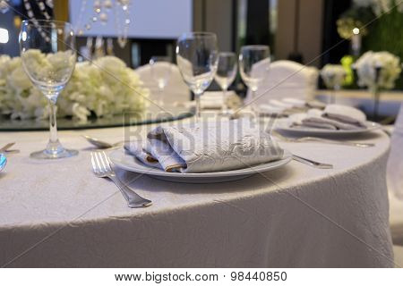 Elegance Table Set Up For Dinning Room With White Color Concept