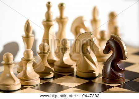 Opposition of figures of chess horses