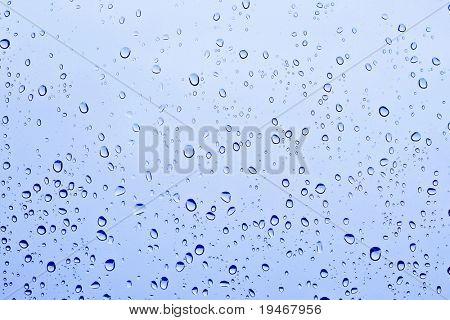 Gotas de chuva azul fundo