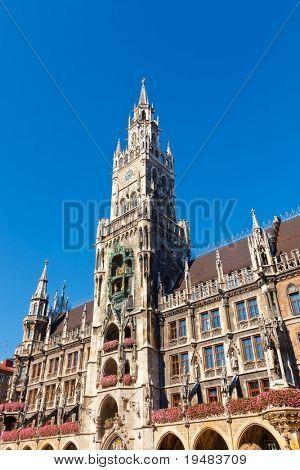 Bau des neuen Rathauses in München