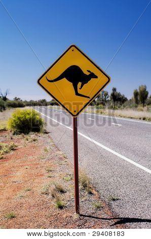 Verkehrszeichen neben der Straße