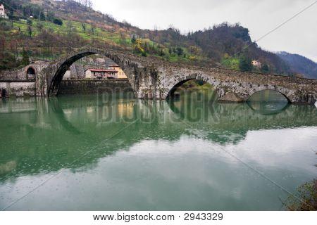 Ponte, Borgo A Mozzano, Lucca, Itália na Maddalena.