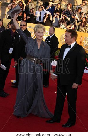 LOS ANGELES - JAN 29:  Meryl Streep arrives at the 18th Annual Screen Actors Guild Awards at Shrine Auditorium on January 29, 2012 in Los Angeles, CA