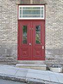 Постер, плакат: Старые красные двери