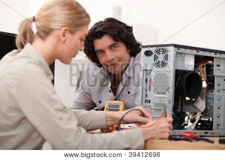 Fixação de um computador de mulher