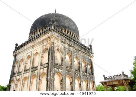 Quli Qutb Shahi Tombs