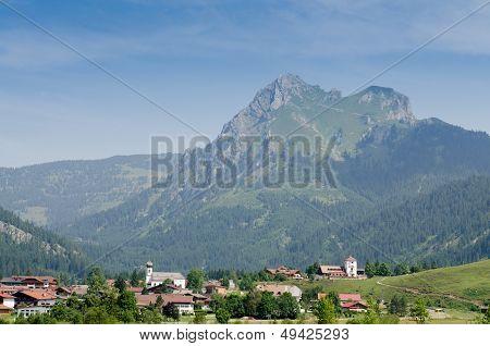 Village Gr�n In Tirol With Mountain Aggenstein