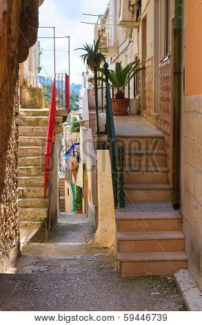 Alleyway. Ischitella. Puglia. Italy.