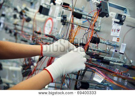 Hands employee