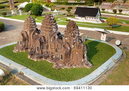 Phra Prang Sam Yot In Mini Siam Park