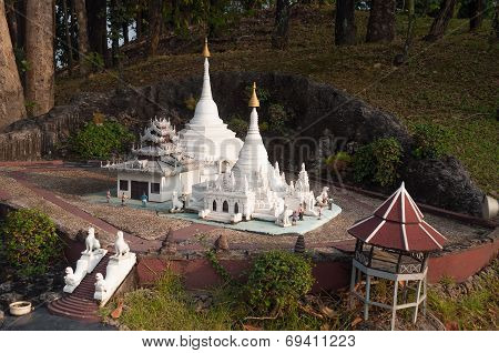 Phra Thart Doi Kong Mu In Mini Siam Park