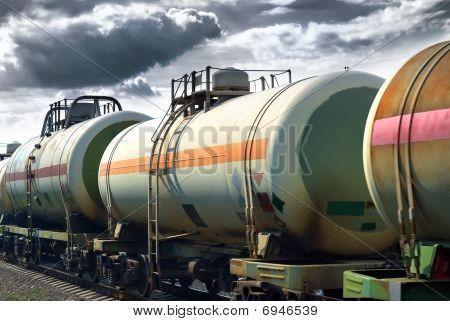 Transport Öltanks mit der Bahn