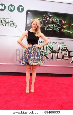 LOS ANGELES - AUG 3:  Abby Elliott at the Teenage Mutant Ninja Turtles Premiere at the Village Theater on August 3, 2014 in Westwood, CA
