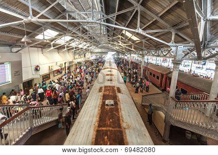 HIKKADUWA, SRI LANKA - FEBRUARY 22, 2014: Crowds waiting on Colombo platform. Colombo is the main hub for all trains in Sri Lanka.
