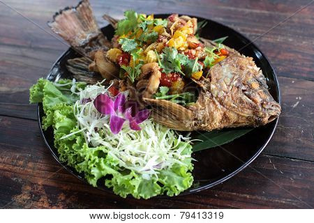the fired fish wiht vegetable