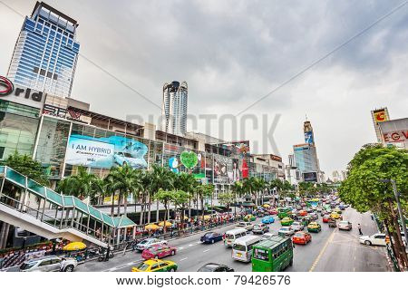 BANGKOK, THAILAND - NOVEMBER 25, 2009: The big automobile stopper on one of the central streets of Bangkok. The basic problem of the Asian megacities is the complicated traffic.