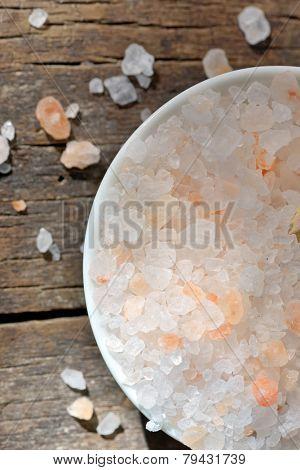 himalayan pink salt on old wood table