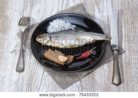 Stockfish - Roach On A Black Plate