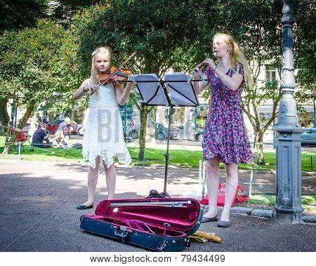 Girls entertain visitors in Esplanade Park in Helsinki
