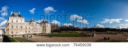 PARIS, FRANCE: JAN 1: Luxembourg garden on January 1, 2013 in Paris - Luxembourg garden is one of th
