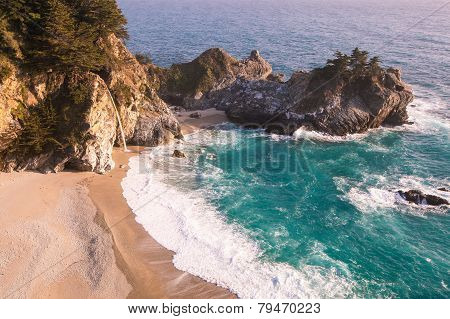 Mcway falls in Big Sur, California