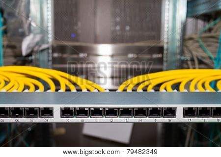 IT network distributor in a datacenter for cloud services