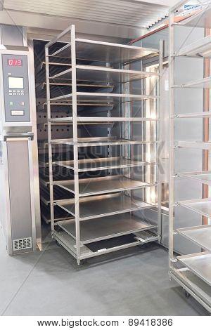 Metal rack for fresh bread
