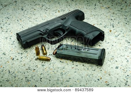 Gun With Magazine And Ammo