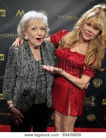 LOS ANGELES - APR 26:  Betty White, Charo at the 2015 Daytime Emmy Awards at the Warner Brothers Studio Lot on April 26, 2015 in Burbank, CA