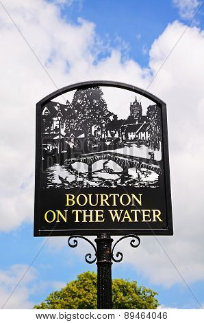 Bourton on the Water town sign.