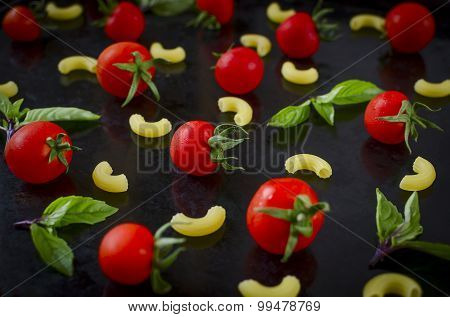 cherry tomatoes and basil pasta