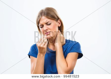 Taking pills for pain in neck