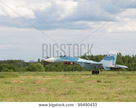 Powerful Su-30 Is Landing