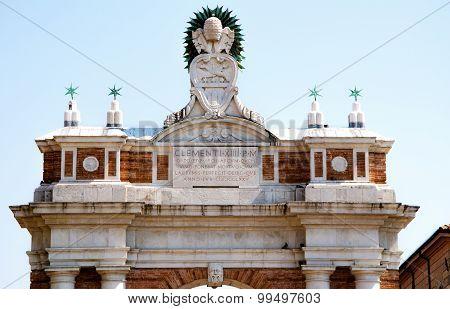 Rimini, arco in piazza Ganganelli