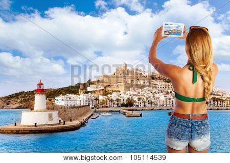 Blond tourist photo tablet pc in Ibiza skyline photomount