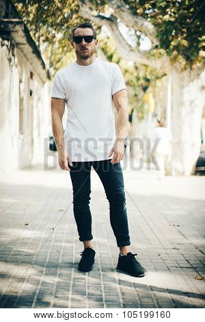 Bearded guy wearing white blank t-shirt and blue jeans