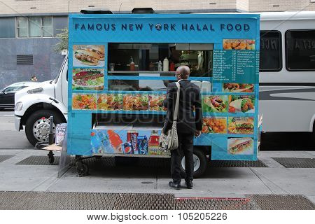 Famous New York halal food vendor in Midtown Manhattan.