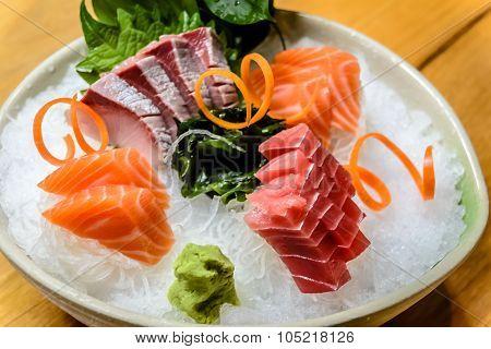 Moriawase 3 Shu Sashimi assortment on ice