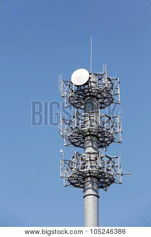 Communications tower antenna