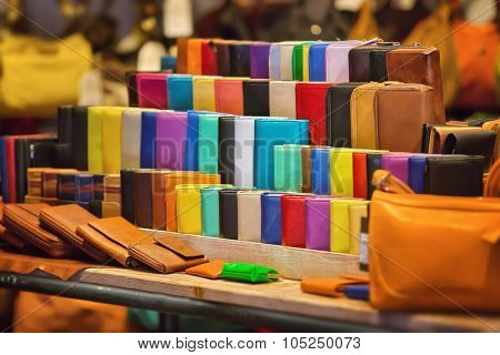 Many kinds of purses in different colors