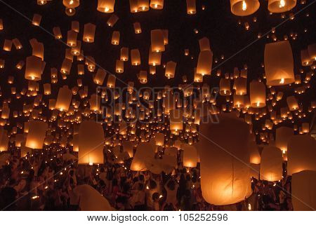 Chiang Mai, Thailand - November 24, 2012: Tourists Launching Khom Loi In Loi Krathong Festival. Loi