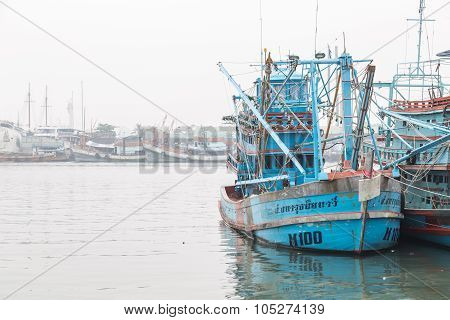 Phuket - October 6 : Fishing Boats Stand In The Harbor To Transport Fish From The Boat To The Market