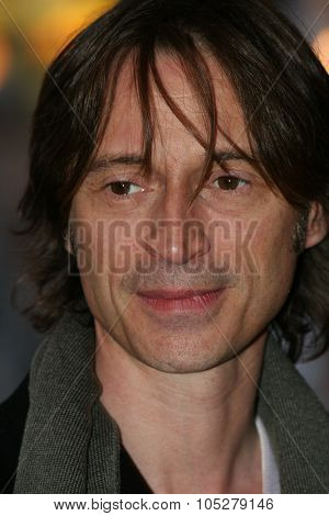 BERLIN - FEBRUARY 15: Actor Robert Carlyle arrives for 'The Mighty Celt' Premiere at the Zoo Palast Theatre during the 55th annual Berlinale  Film Festival on February 15, 2005 in Berlin, Germany