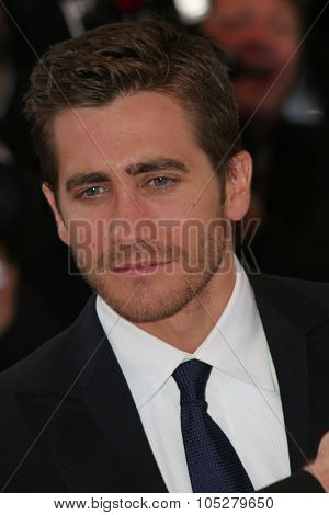 CANNES, FRANCE - MAY 17: Jake Gyllenhaal  attends the premiere of the movie 'Zodiac' at the Palais des Festivals during the 60th International Cannes Film Festival on May 17, 2007 in Cannes, France.
