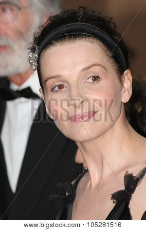 CANNES, FRANCE - MAY : Juliette Binoche  attends a screening of 'Cache' at the Grand Theatre during the 58th International Cannes Film Festival May 14, 2005 in Cannes, France
