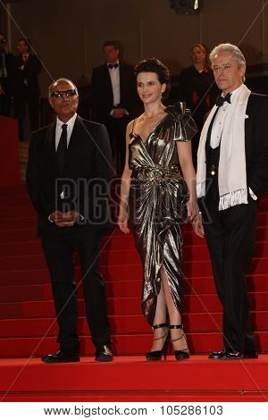 CANNES, FRANCE - MAY 18: William Shimell, Juliette Binoche and Abbas Kiarostami attend the 'Certified Copy' Premiere at the Palais  during the 63rd  Cannes  Festival on May 18, 2010 in Cannes, France