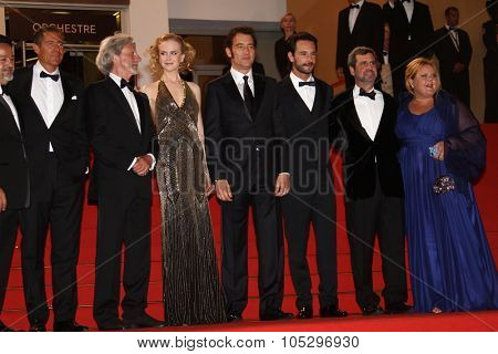 CANNES, FRANCE - MAY 25:  Philip Kaufman, Nicole Kidman, Clive Owen and Rodrigo Santoro attend the 'Hemingway & Gellhorn'  during the 65th  Cannes Festival at Palais on May 25, 2012 in Cannes, France.