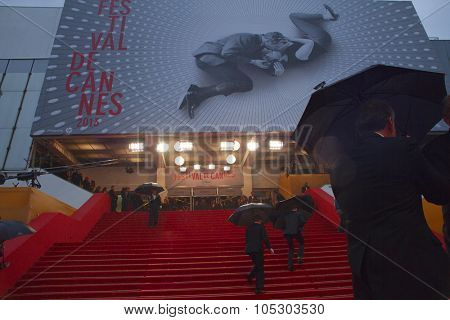CANNES, FRANCE - MAY 15: Guests walk the carpet for the  'The Great Gatsby' Premiere during the 66th Annual Cannes Film Festival at the Theatre Lumiere on May 15, 2013 in Cannes, France.