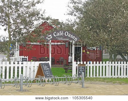 Cafe Oasen red wood house