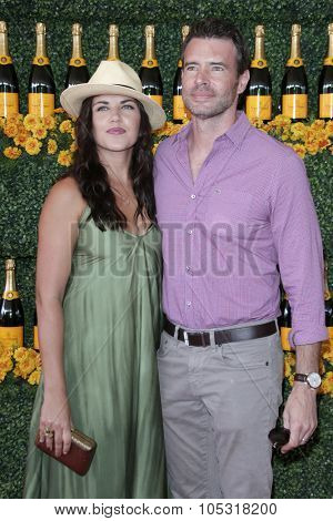 LOS ANGELES - OCT 17:  Marika Domi?czyk, Scott Foley at the Sixth-Annual Veuve Clicquot Polo Classic at the Will Rogers State Historic Park on October 17, 2015 in acific Palisades, CA